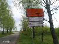 Tablice informujące o krzyżujących się szlakach