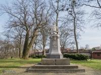 Pomnik z popiersiem Giovanniego Ballestrema