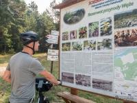 Tablica informacyjna przy rezerwacie przyrody Węże