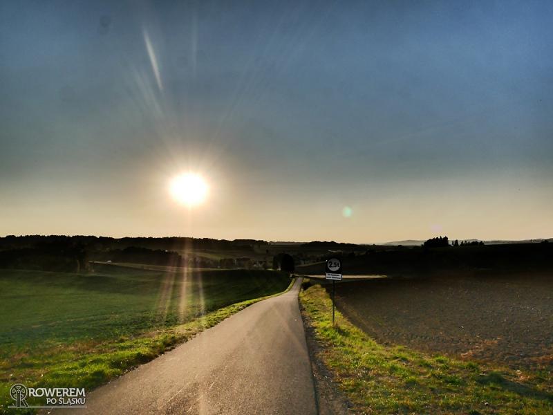 Zachodzące słońce nad ziemią raciborską
