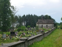 Zabytkowy cmentarz i kapliczka w Bydlinie