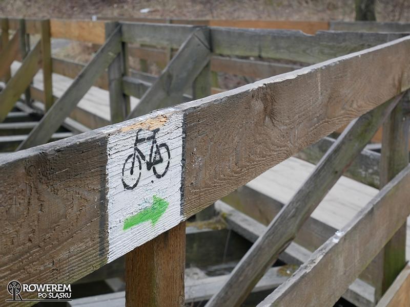 Drewniany mostek nad rzeką Bobrek