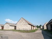 Zespół zabytkowych stodół w Żarkach