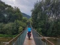 Wiszący most jakich wiele na Szlaku Wokół Tatr