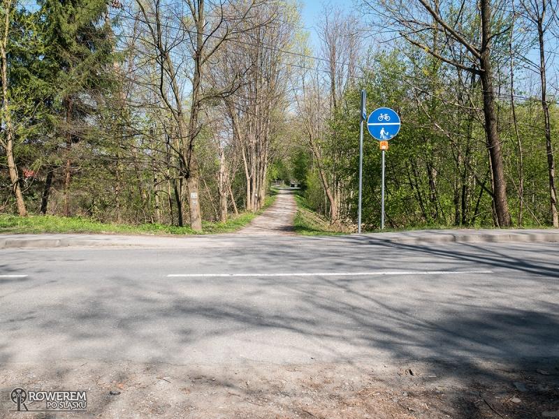 Niestety brakuje przejazdów dla rowerzystów i to na całym śląskim odcinkiu WTR
