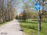 Ustroń to miasto pełne turystów i kuracjuszy, którzy lubią spacerować Aleją Legionów nad Wisłą. Tą samą aleją, na której wydzielona jest droga rowerowa, poprowadzony jest szlak. Rowerówka oddzielona jest od pieszych jedynie linią namalowaną na asfalcie, dlatego trzeba uważać, bo łatwo o kolizję z bujającymi w obłokach turystami.