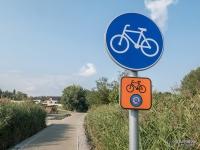 Żelazny Szlak Rowerowy - wjazd na drogę rowerową w Godowie