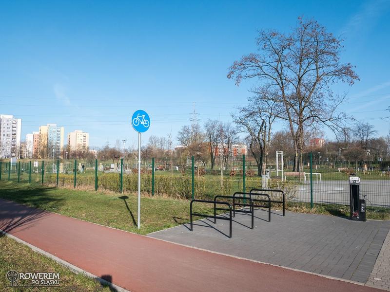 Droga rowerowa przez park Harcerski w Sosnowcu