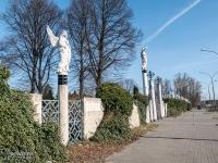 Figury na murach cmentarza w Będzinie