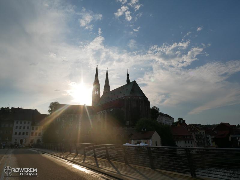 Zachodzące słońce nad Kościółem św. Piotra i Pawła w Gorlitz