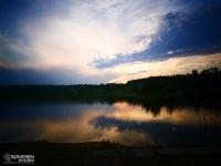 Zachód słońca nad jeziorem przy kempingu w Bresinchen