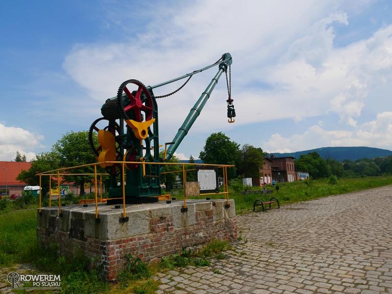 Zabytkowy żuraw kolejowy w Kowarach
