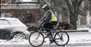 Jak ubrać się na rower jesienią i zimą