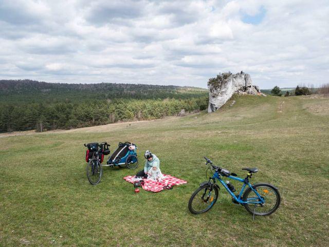 #roweremposlasku #rowerempośląsku #slaskietravel #jura #juratravel #jurakrakowskoczestochowska #podróże #podróżemałeiduże #wycieczka #wycieczkarowerowa #zamek #castle #zamekwmirowie #mirów #piknik #odpoczynek #chill #naszapolska #krajobrazypolskie #natura #thule #wife #baby #rowerowelove #roweremzdzieckiem #dzieciakiwplecaki