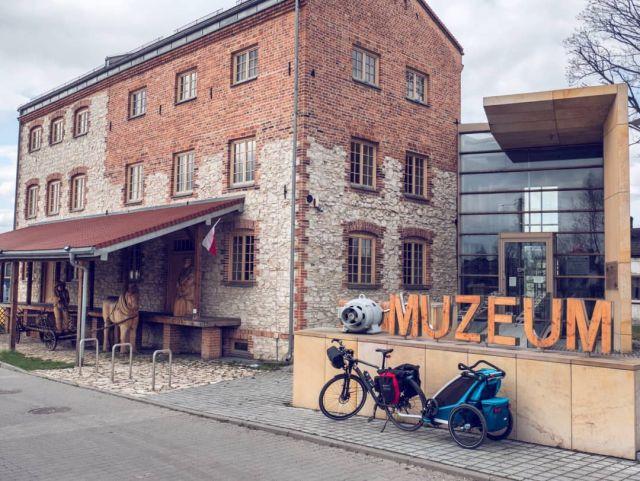 #roweremposlasku #rowerempośląsku #slaskietravel #slaskie #podróże #podróżemałeiduże #podrozezdzieckiem #wycieczka #wycieczkarowerowa #rowerowo #rower #bike #bikelife #żarki #muzeum #kultura #muzeumdawnychrzemiosł #starymlyn #naszapolska #szlakzabytkówtechniki #thule #dzieciakiwplecaki