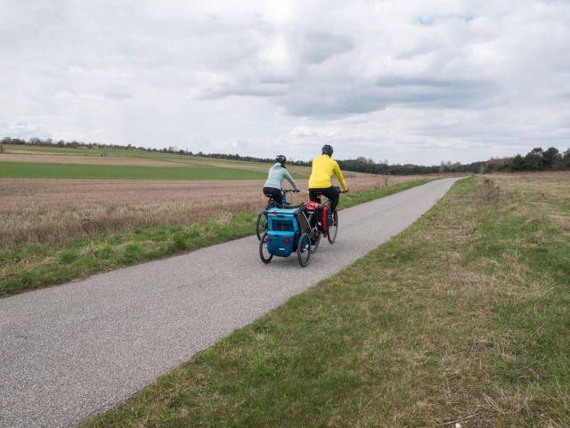 #roweremposlasku #rowerempośląsku #slaskietravel #slaskie #juratravel #podróże #podróżemałeiduże #podrozezdzieckiem #wycieczka #wycieczkarowerowa #trip #travel #tripbike #jurakrakowskoczestochowska #jurajestpiekna #natura #krajobrazypolskie #naszapolska #polskajestpiekna #łąki #pola #family #familytime #rowerowo #rowerowelove #bike #dzieciakiwplecaki #thule