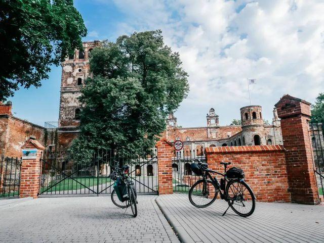 #rowerempośląsku #roweremposlasku #śląsk #silesia #slaskietravel #slaskienarowerze #summer #summertime #wycieczka #wycieczkarowerowa #biketrip #bikelife #travel #podróże #podróżerowerowe #tworkow #ruiny #ruinypałacu #pałac #zamek #wieża #wieżazamkowa #stareruiny #naszapolska #rowerowo #rower #photography #architecture